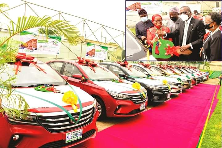 Sanwo-Olu Gifts Cars To 13 Outstanding Teachers, School Administrators