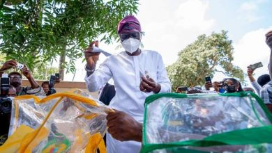 Sanwo-Olu casting his vote